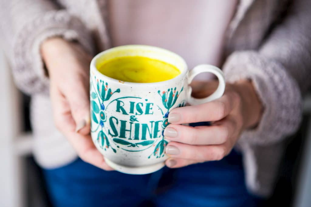Krótka przerwa na herbatę do doskonały sposób na wyciszenie i uspokojenie myśli.